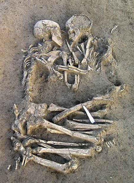 Abrazo de 5000 años